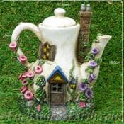 Light up - Coffee Pot Cottage - Country Garden Fairy House - 17cm