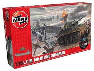 AIRFIX A03301 1:76 OO SCALE Landing craft & Sherman tank
