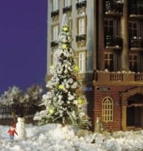 BUSCH BUS5409  HO SCALE  Snow covered Xmas Tree & LED Lights